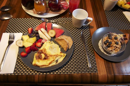 L'Imprevu Bed & Breakfast: omelette & fruits