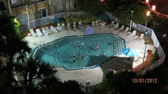 Canada Drive Hotel and Suites : Piscina