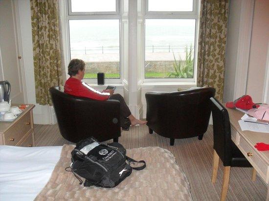 The Beachfield: room - views of bay