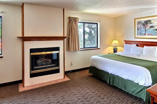Days Inn & Suites Traverse City: Deluxe Jacuzzi