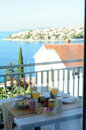 Luna Apartments: Frühstück mit Meerblick (viel besser als Speisesaal)