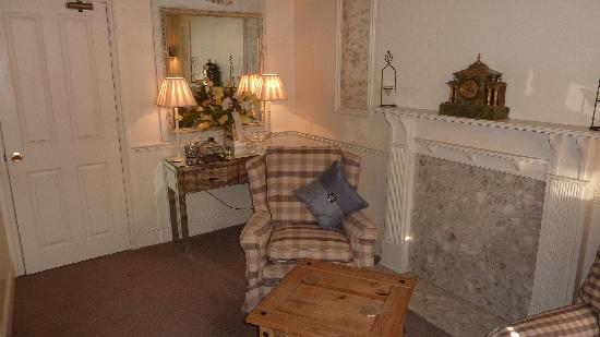 Ty Anne Guest House: First Floor Suite Lounge Area