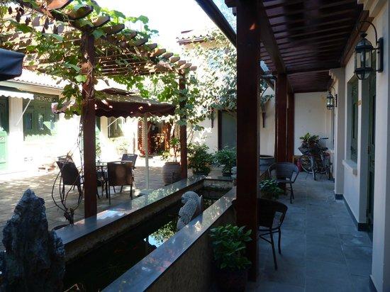 Jingshan Garden Hotel: La cour intérieure de l'hôtel.