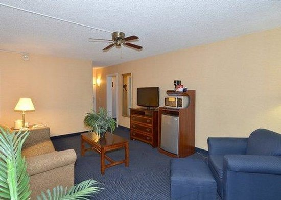 Amarillo Inn & Suites: guest room