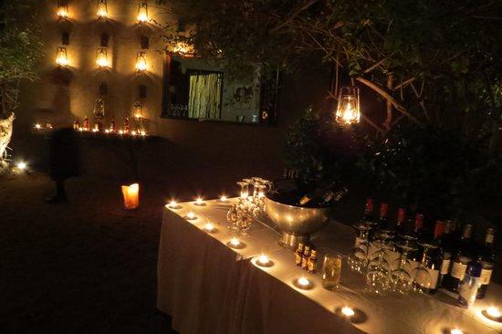 Londolozi Private Game Reserve: boma at night