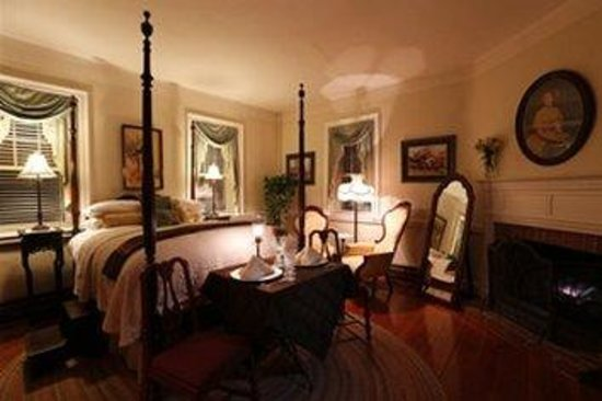 By the Side of the Road Inn & Cottages: Eselyn Taylor Suite