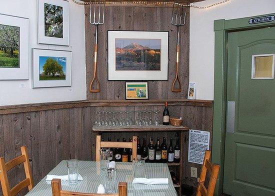 The Living Farm Inn : Dining Room