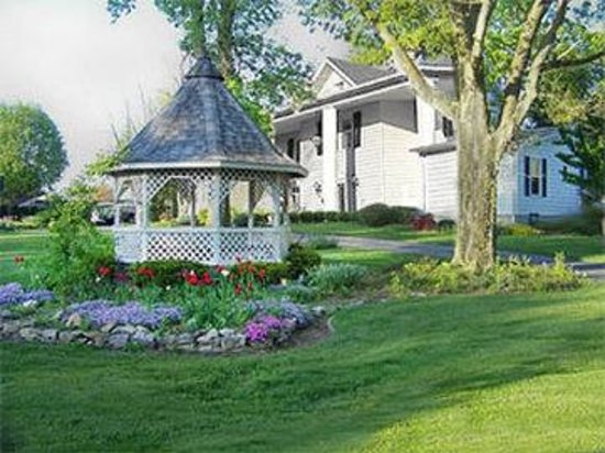 The Speedway Legacy Inn & Events: Outside