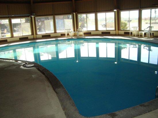 Round Barn Lodge: The pool
