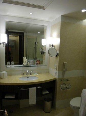 Shangri-La Hotel Guilin : Bathroom