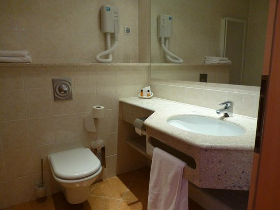 Ramada Hotel and Suites Kranjska Gora: Bathroom