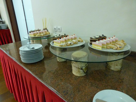 Ramada Hotel and Suites Kranjska Gora: Cream and sponge