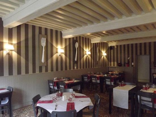 Charolles, France : Salle de restaurant