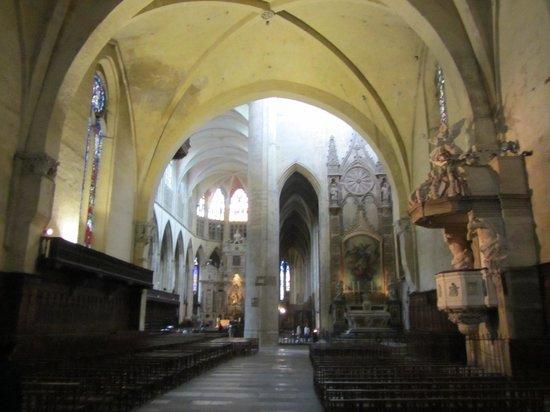 Cathédrale Saint-Étienne : Blick zum Hauptaltar