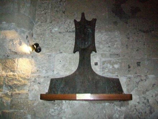 Eglise Notre-Dame des Sablons: Eglise Notre-Dame:  scultura testa in marmo