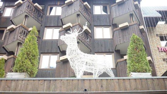 Mercure Chamonix Centre Hotel : déco du devant de l'hôtel