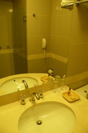 LP Los Portales Hotel Cusco: Salles de bains