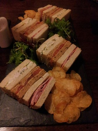 Dining at the Brigands Inn: Tea time at the Brigands./Amser te