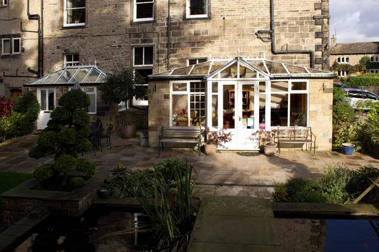 Cononley Hall Bed & Breakfast: The Conservatory