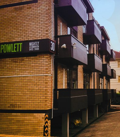 George Powlett Apartments: Powlett Street Balconys
