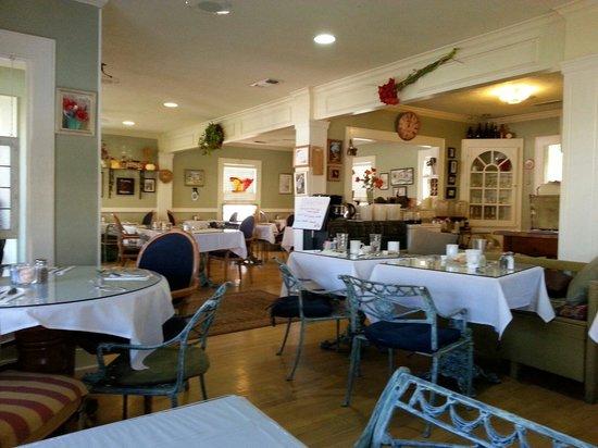 Yana's: The dining area
