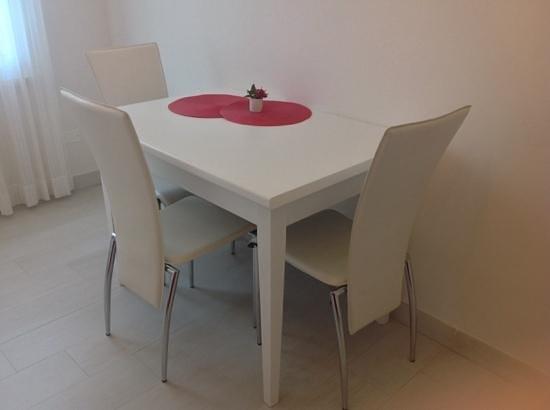 Il Punto Rooms & Breakfast: tavolino