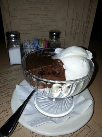 Chatham Squire Restaurant: Indian Pudding - be sure to try this with your friends! Save room! Yummy!