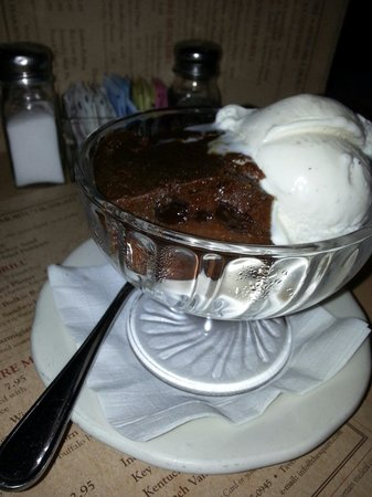 Chatham Squire Restaurant: Got to try this..for breakfast,  lunch or dinner..or yes! Dessert: Indian Pudding at its best!