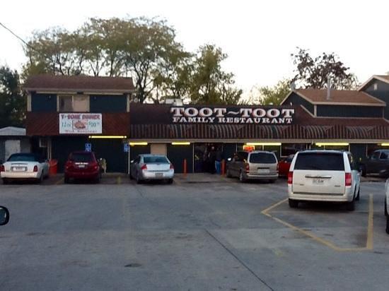 Toot Toot's : best food in town.