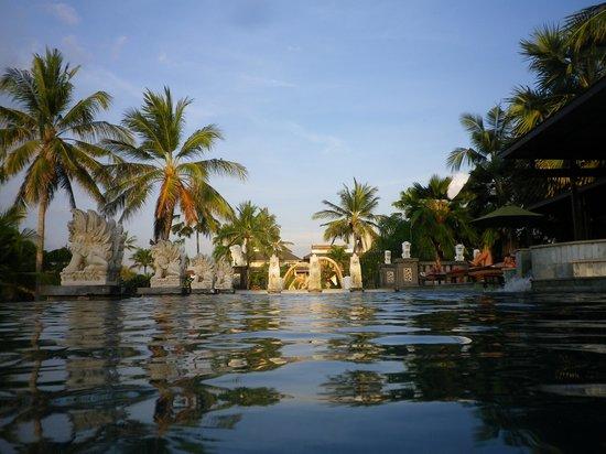 Bali Mandira Beach Resort & Spa: Infinity pool