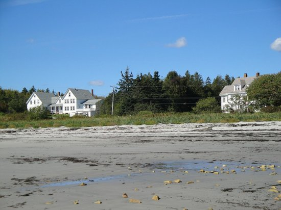 Acadia Oceanside Meadows Inn: View from the private beach