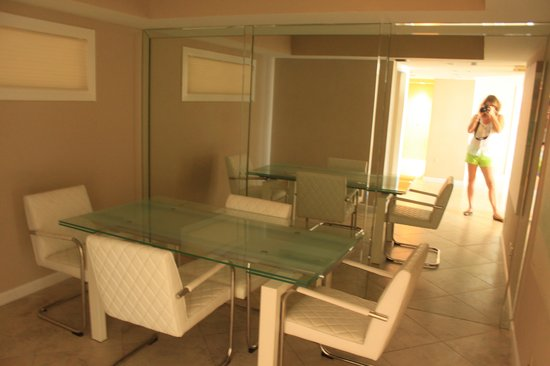 Doubletree by Hilton Grand Hotel Biscayne Bay: Dining room