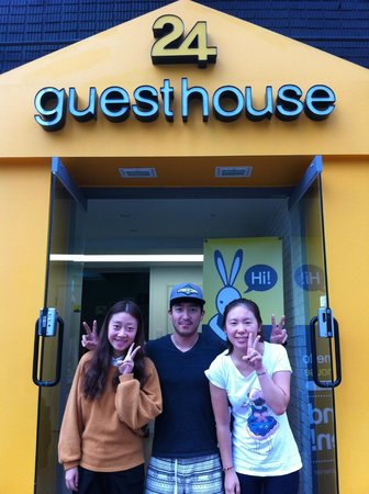 24guesthouse Seoul Station: last day's photos with jason for souvenir
