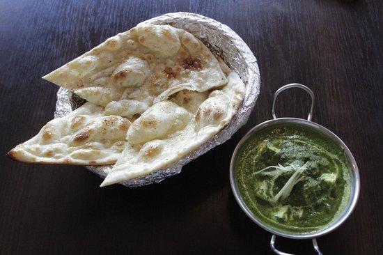 Curry House: Garlic Naan i Palak Paneer
