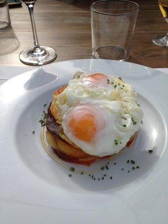 Pera Batlla : fry eggs wth potatoes and sobresada