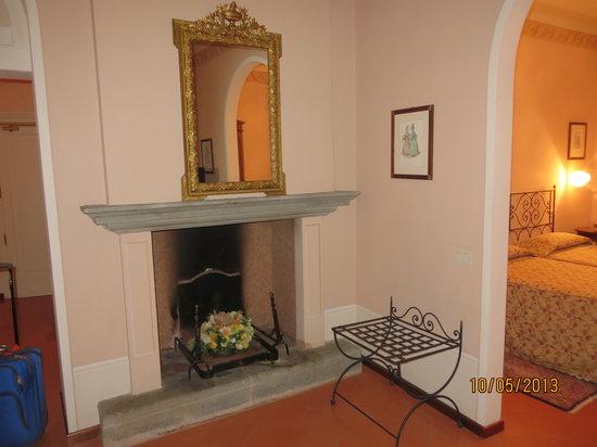 Villa Marsili: Fireplace in the sitting area