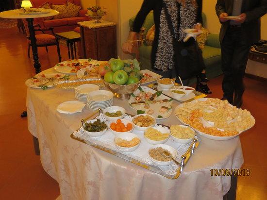 Villa Marsili: Evening appetizers 7-8 PM