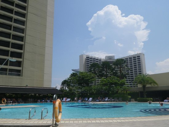 Swimming pool picture of pan pacific singapore - Pan pacific orchard swimming pool ...