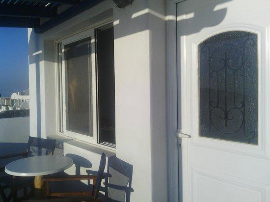 Gizis Exclusive: Door/Window to our room