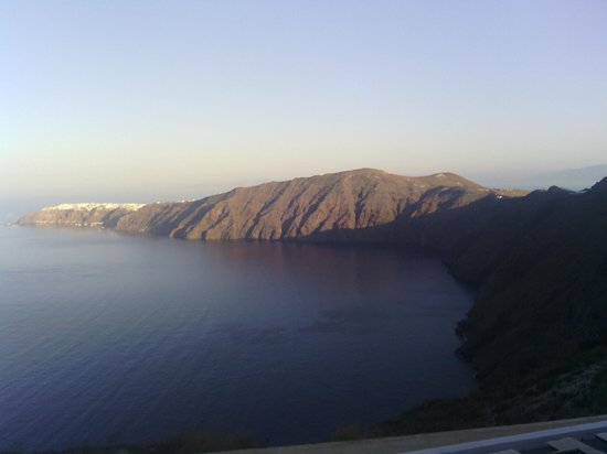 Gizis Exclusive : Looking toward Oia