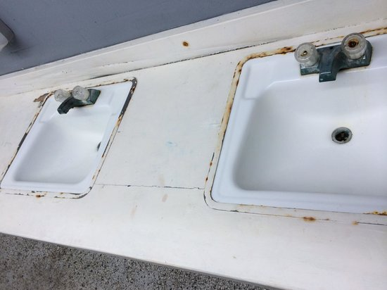 Bulow RV Resort: Rusted, filthy sink top/counter top in bath house