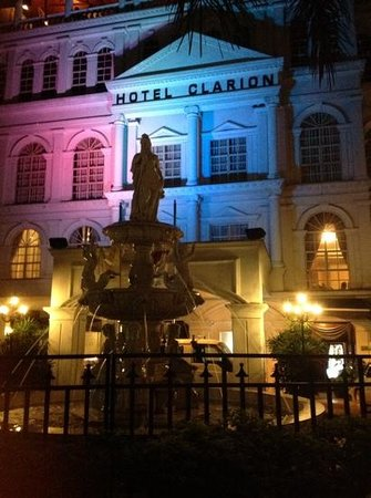 Hotel Clarion at night