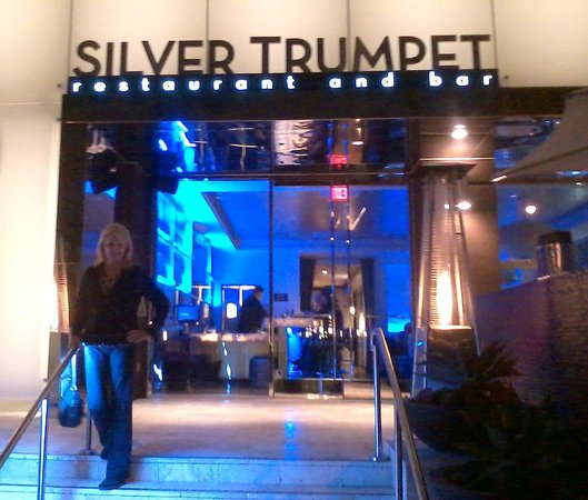 Avenue of the Arts Costa Mesa, a Tribute Portfolio Hotel : Silver Trumpet hotel restaurant