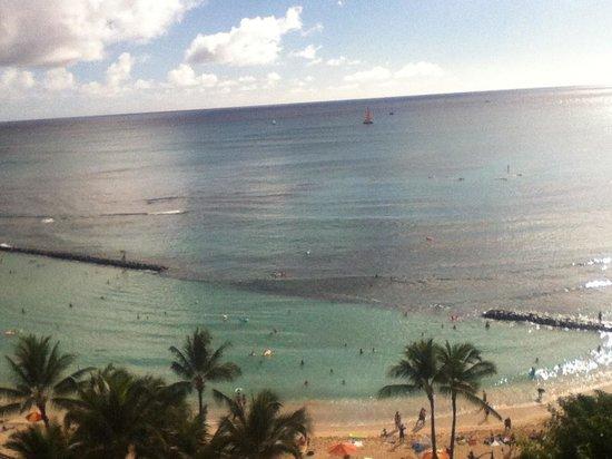 Aston Waikiki Beachside Hotel : From our balcony