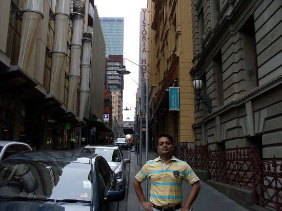 Ibis Styles Melbourne, The Victoria Hotel: Little Collins - Narrow street