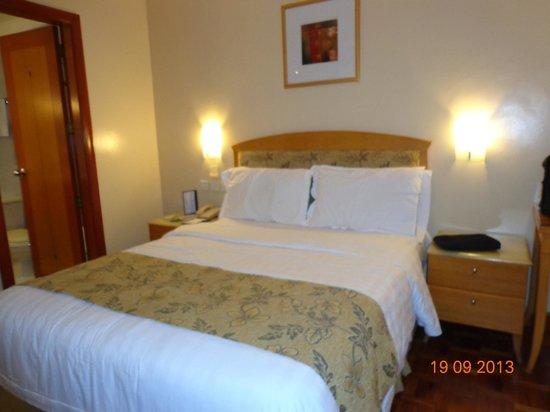 City Garden Hotel Makati: bed
