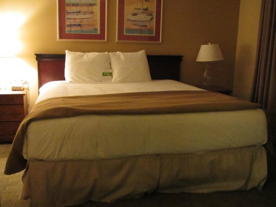 HYATT house Cypress/Anaheim: king-sized bed
