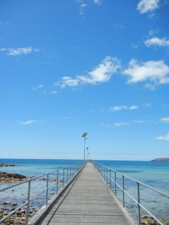 Searenity Holiday Accommodation: emu bay jetty