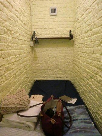 HI Ottawa Jail Hostel : Chambre