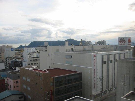 Hotel Nets Hakodate : 部屋からの眺望(函館山と丸井今井)